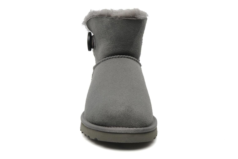 Stiefeletten & Boots UGG Mini bailey button grau schuhe getragen