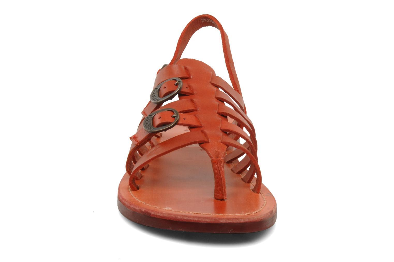 Sandales et nu-pieds Kickers Dixmille Rouge vue portées chaussures