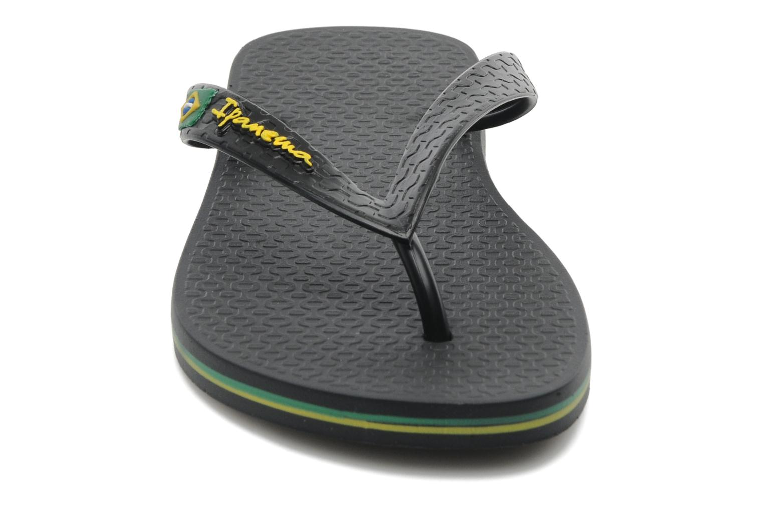 Flip flops Ipanema Classica Brasil II f Black model view
