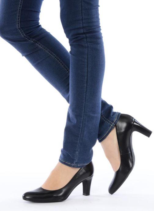 High heels Georgia Rose Timido Beige view from underneath / model view