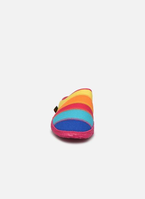 Pantofole Giesswein Azusa Multicolore modello indossato