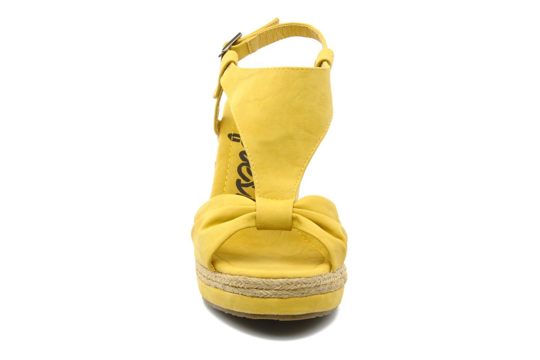 Sandales et nu-pieds Refresh Hikueru Jaune vue portées chaussures