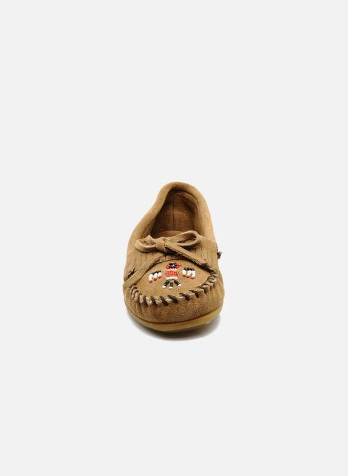 Slipper Minnetonka THUNDERBIRD 2 beige schuhe getragen
