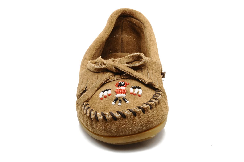 Loafers Minnetonka THUNDERBIRD 2 Beige se skoene på