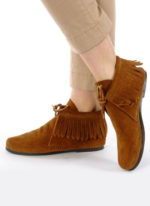 Bottines et boots Minnetonka CLASSIC FRINGE Marron vue bas / vue portée sac