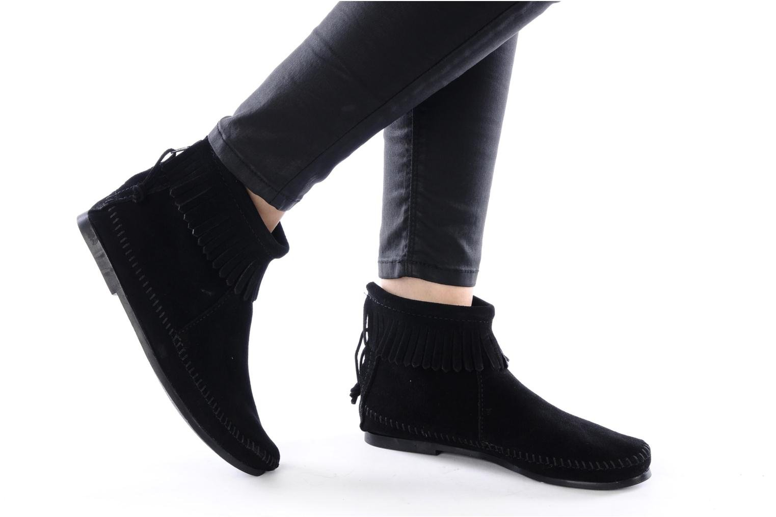 Ankle boots Minnetonka BACK ZIPPER BT Black view from underneath / model view