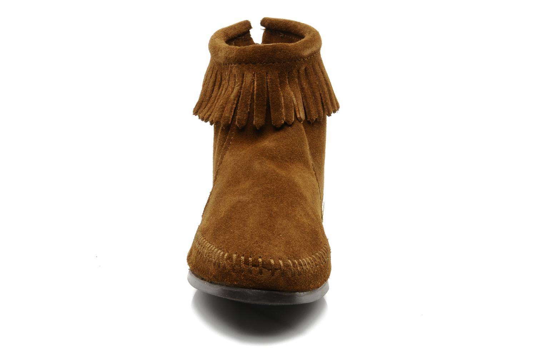 Bottines et boots Minnetonka BACK ZIPPER BT Marron vue portées chaussures