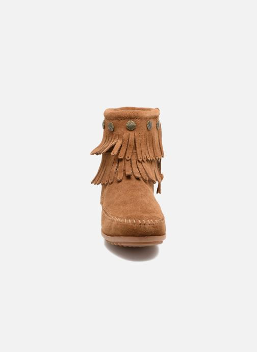Bottines et boots Minnetonka DOUBLE FRINGE BT Marron vue portées chaussures
