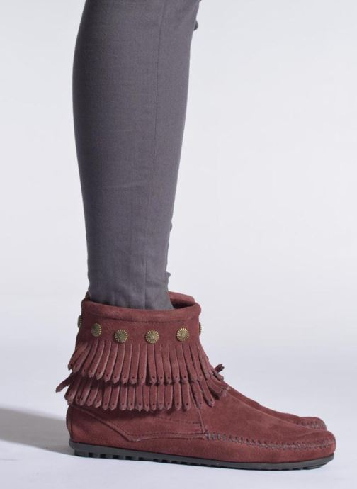 Bottines et boots Minnetonka DOUBLE FRINGE BT Marron vue bas / vue portée sac