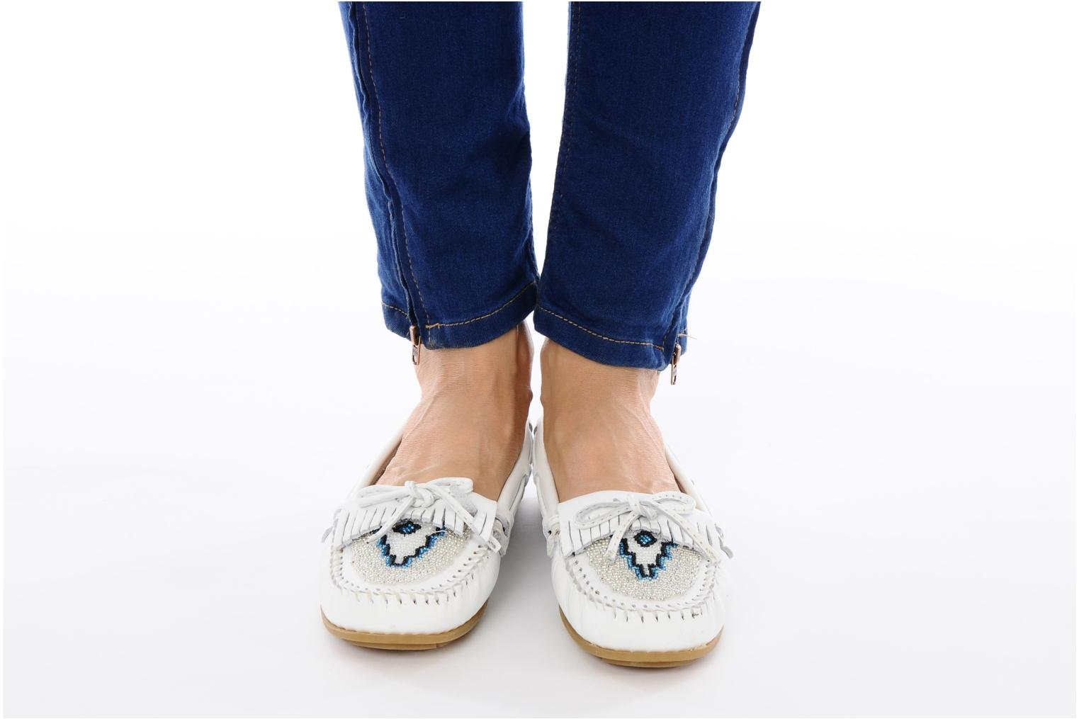 Loafers Minnetonka KILTY BEADED White view from underneath / model view
