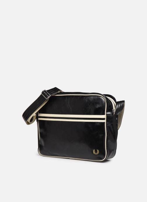 Sacs homme Fred Perry Classic shoulder bag Noir vue portées chaussures