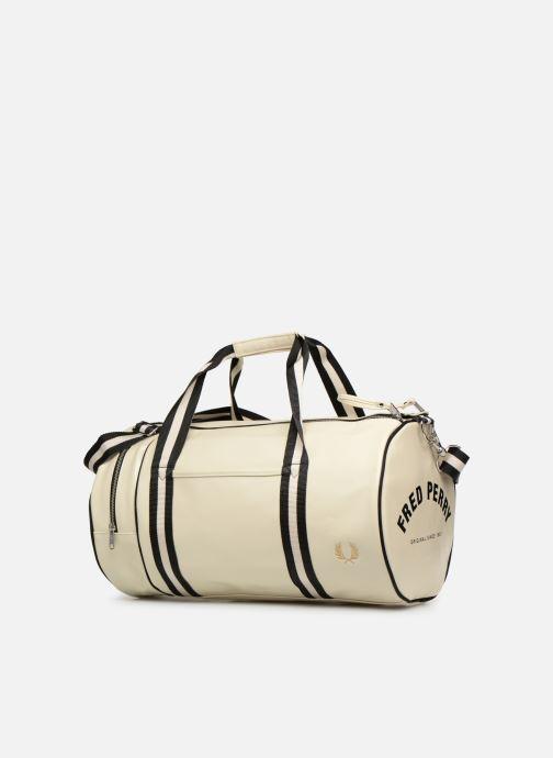 Sacs de sport Fred Perry Classic Barrel Bag Blanc vue portées chaussures
