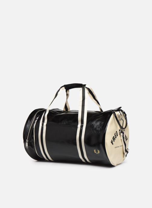 Sporttaschen Fred Perry Classic Barrel Bag schwarz schuhe getragen