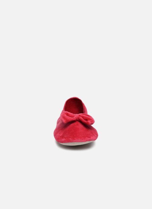 Chaussons Isotoner Ballerine velours grand nœud Rouge vue portées chaussures