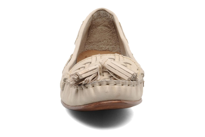 Mocassins Bertie LUCE Beige vue portées chaussures