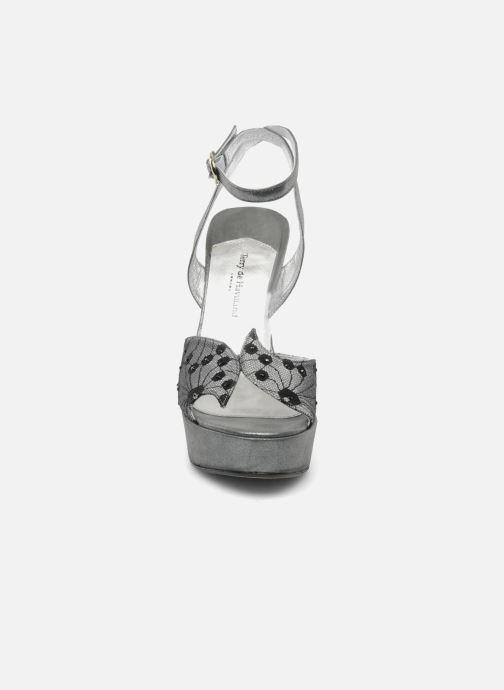 Sandales et nu-pieds Terry de Havilland LIZZY LACE Argent vue portées chaussures
