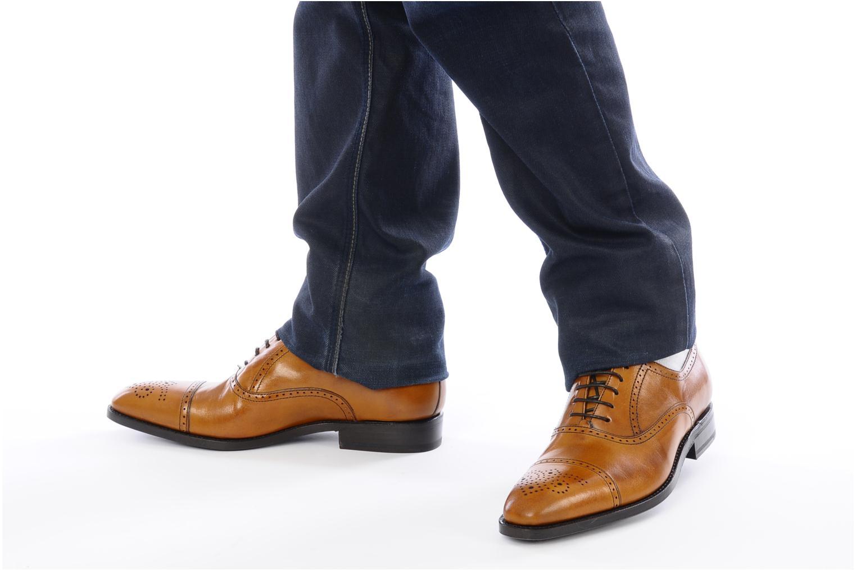 Chaussures à lacets Finsbury Diplomate Marron vue bas / vue portée sac