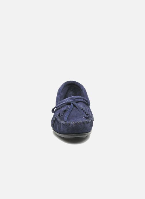 Mocassins Minnetonka KILTY SUEDE MOC Bleu vue portées chaussures