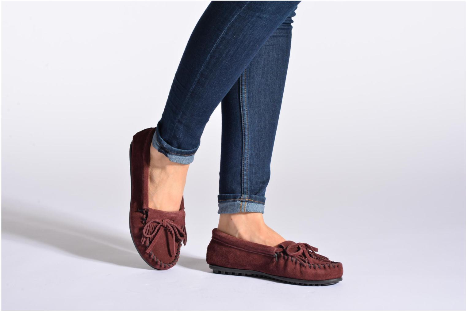 Loafers Minnetonka KILTY SUEDE MOC Brown view from underneath / model view