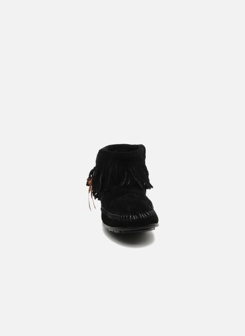 Bottines et boots Minnetonka CONCHOFEATHER BT Noir vue portées chaussures