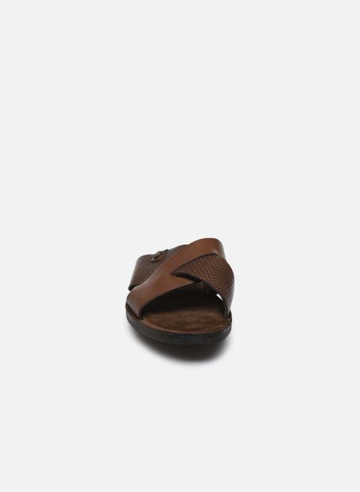 Sandales et nu-pieds Base London LEO Marron vue portées chaussures