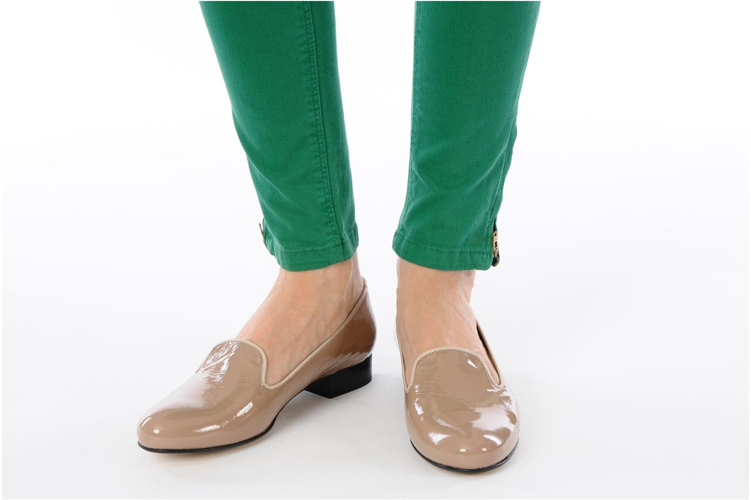 Loafers Valensi Vovon Beige view from underneath / model view