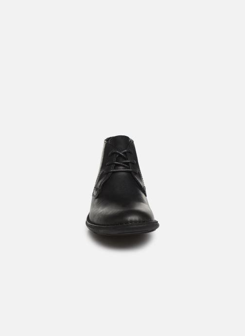 Scarpe con lacci Kickers SWIBO Nero modello indossato