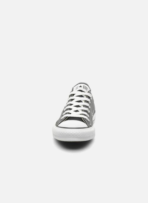 Sneakers Converse Chuck Taylor All Star Leather Ox W Nero modello indossato