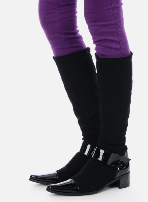 Stiefel JB MARTIN Bami schwarz ansicht von unten / tasche getragen