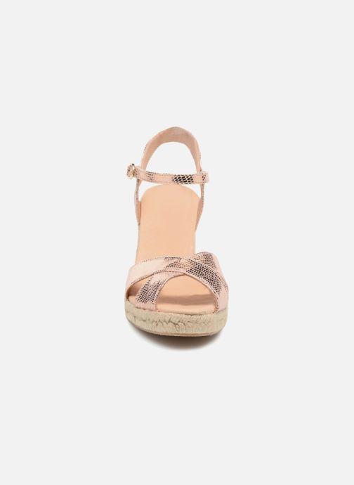Zapatos de tacón Georgia Rose Divina Oro y bronce vista del modelo