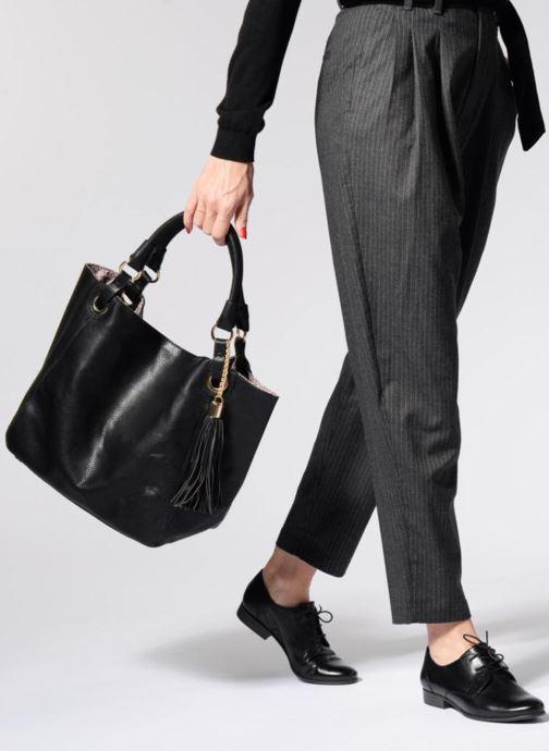 Handtaschen Georgia Rose Barnabé schwarz ansicht von unten / tasche getragen