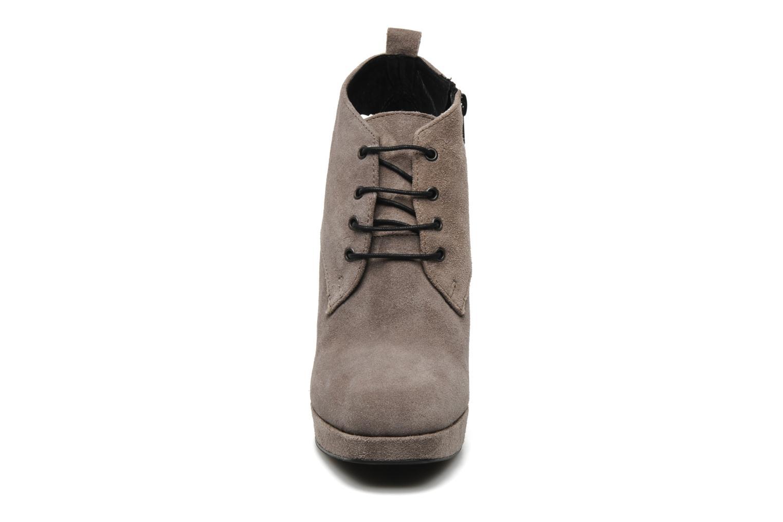 Bottines et boots Georgia Rose Nuts Gris vue portées chaussures