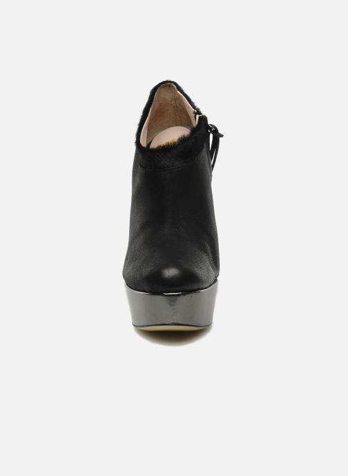 Stivaletti e tronchetti De Siena shoes Amalia Nero modello indossato