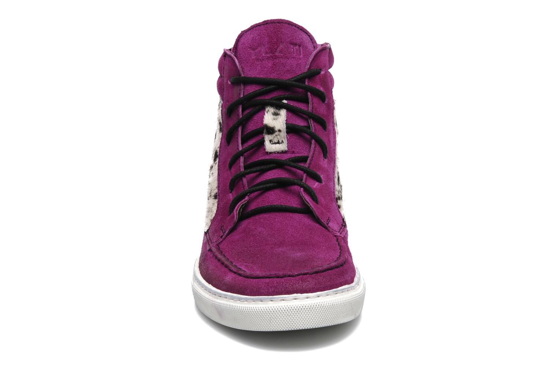 Sneakers Ylati Sibilla High Viola modello indossato