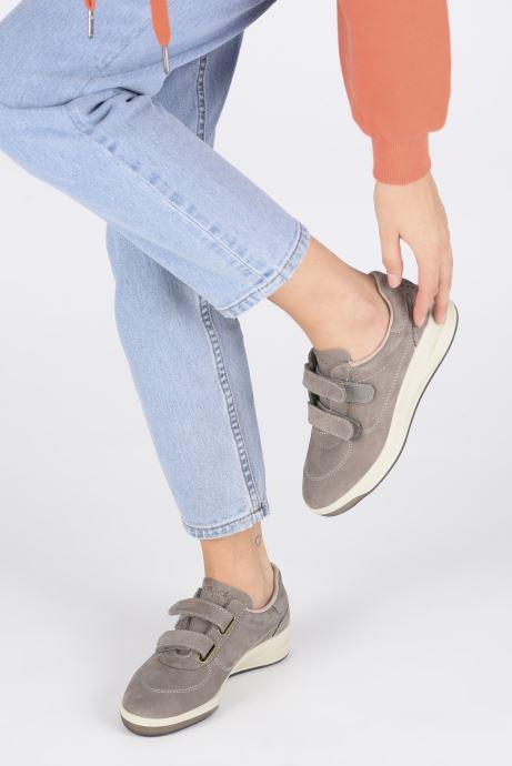 Sneaker TBS Easy Walk Biblio grau ansicht von unten / tasche getragen