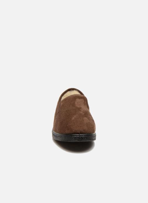 Pantofole Rondinaud Derval Marrone modello indossato
