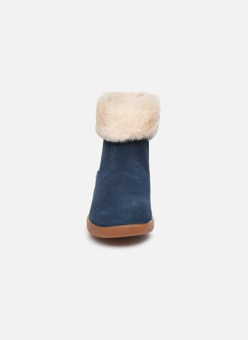 Stivaletti e tronchetti UGG Jorie Azzurro modello indossato