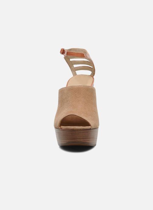 Sandalias See by Chloé Zagora Marrón vista del modelo