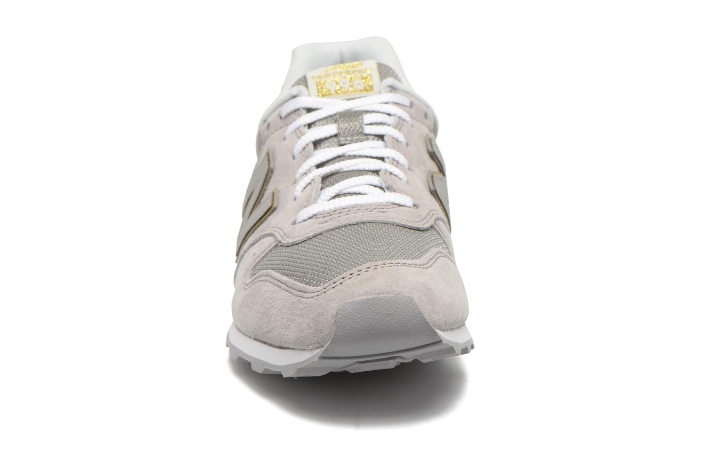 Baskets New Balance WR996 Beige vue portées chaussures