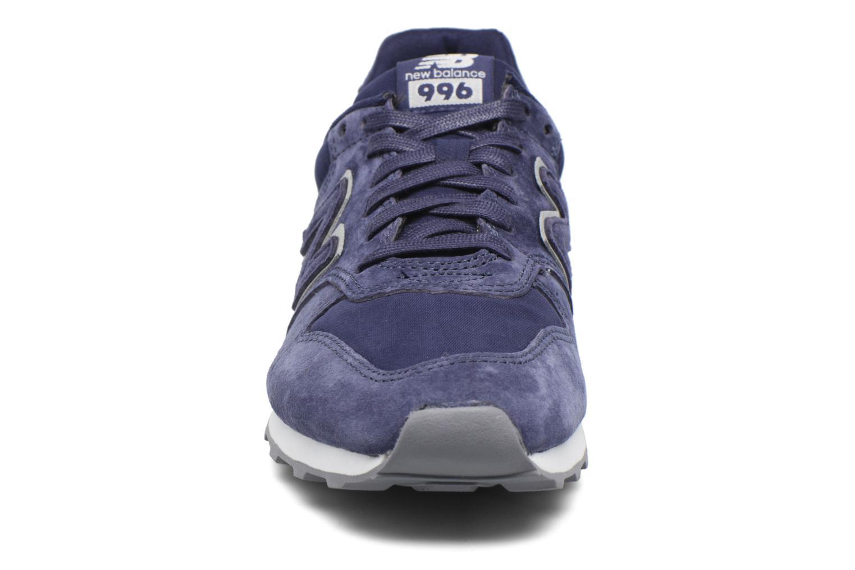 Baskets New Balance WR996 Violet vue portées chaussures