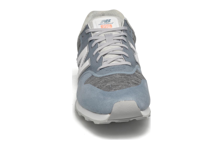Baskets New Balance WR996 Bleu vue portées chaussures