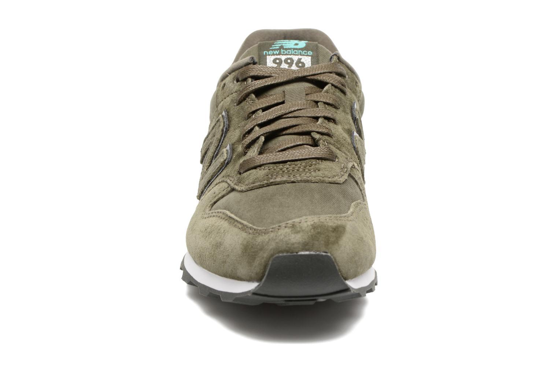 Baskets New Balance WR996 Vert vue portées chaussures