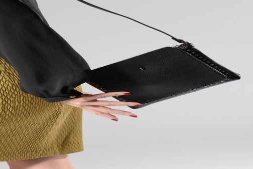 Bolsos de mano Esprit Lynne shoulder bag Negro vista de abajo