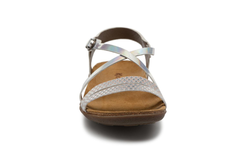 Sandales et nu-pieds Kickers Atomium Blanc vue portées chaussures