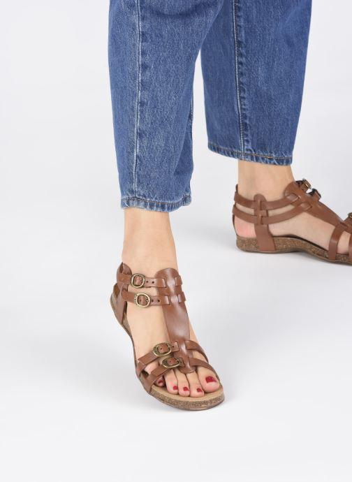 Sandalen Kickers Ana braun ansicht von unten / tasche getragen