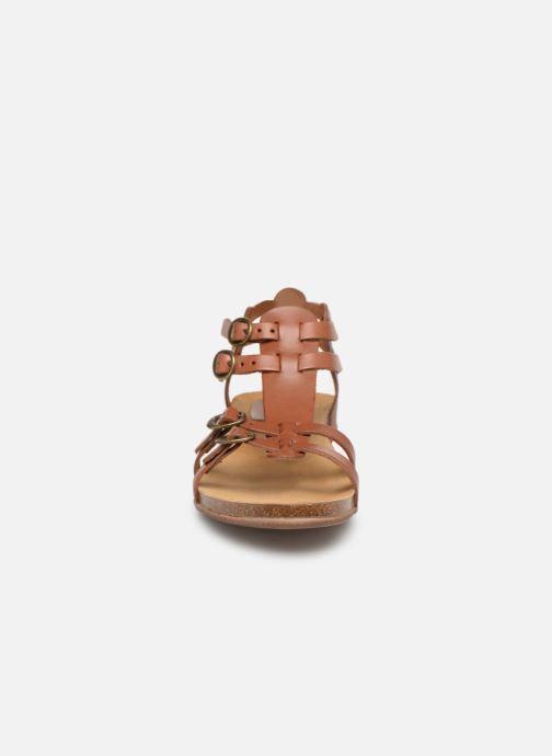 Sandalen Kickers Ana braun schuhe getragen