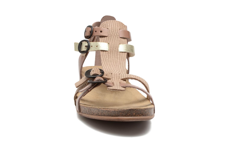 Sandales et nu-pieds Kickers Ana Beige vue portées chaussures