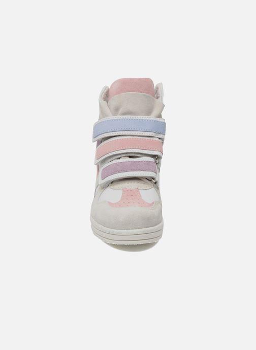 Sneakers Ninette en fleurs 7010 Bianco modello indossato