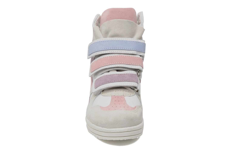 Baskets Ninette en fleurs 7010 Blanc vue portées chaussures