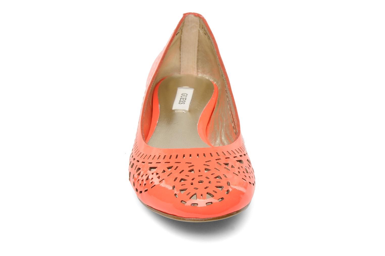Ballerines Guess Abia Orange vue portées chaussures